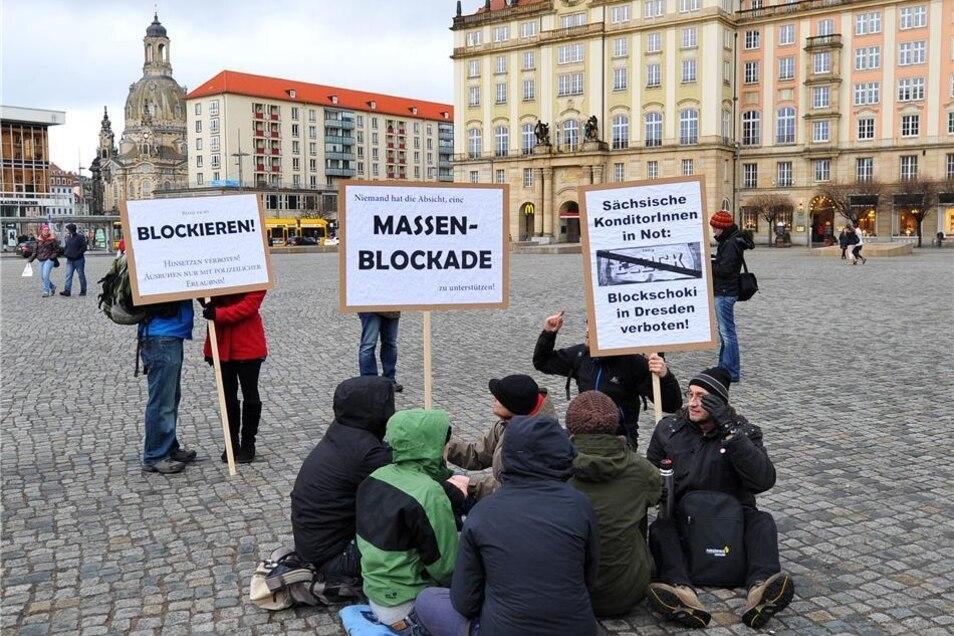 """Zur """"Kundgebung gegen sächsische Verhältnisse"""" hatte das Bündnis """"Nazifrei! Dresden stellt sich quer"""" aufgerufen."""