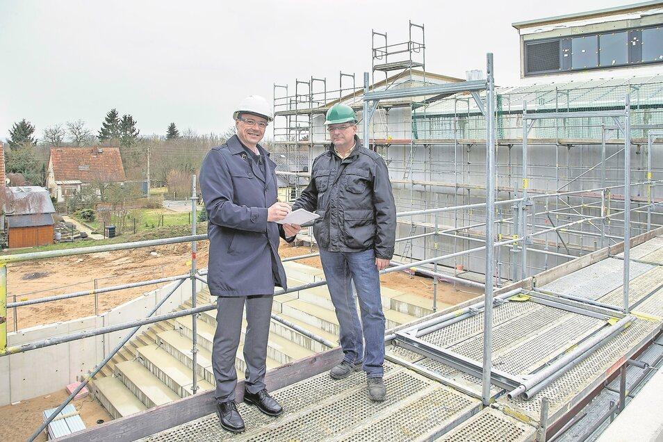 Vor einer Woche waren Bürgermeister Ralf Rother (li.) und Baumatsleiter André Börner noch ganz zuversichtlich.