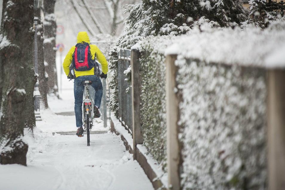 Das Radfahren ist dagegen am Dienstagmorgen etwas für ganz Unerschrockene.