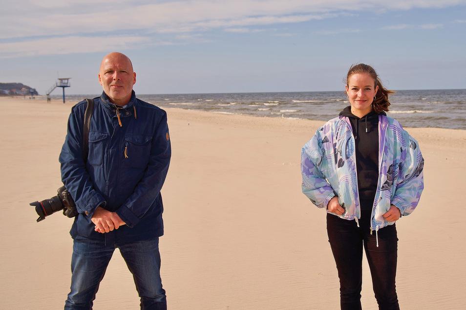 Jürgen Lösel und Franziska Klemenz spürten an den verwaisten Ostseestränden Geschichten auf.