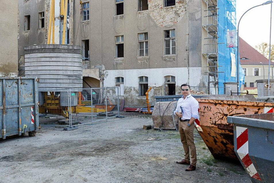 Daniel Patzelt steht auf der Baustelle. Neben Jens Runge ist er einer der beiden Investoren. Doch Runge ist fotoscheu.