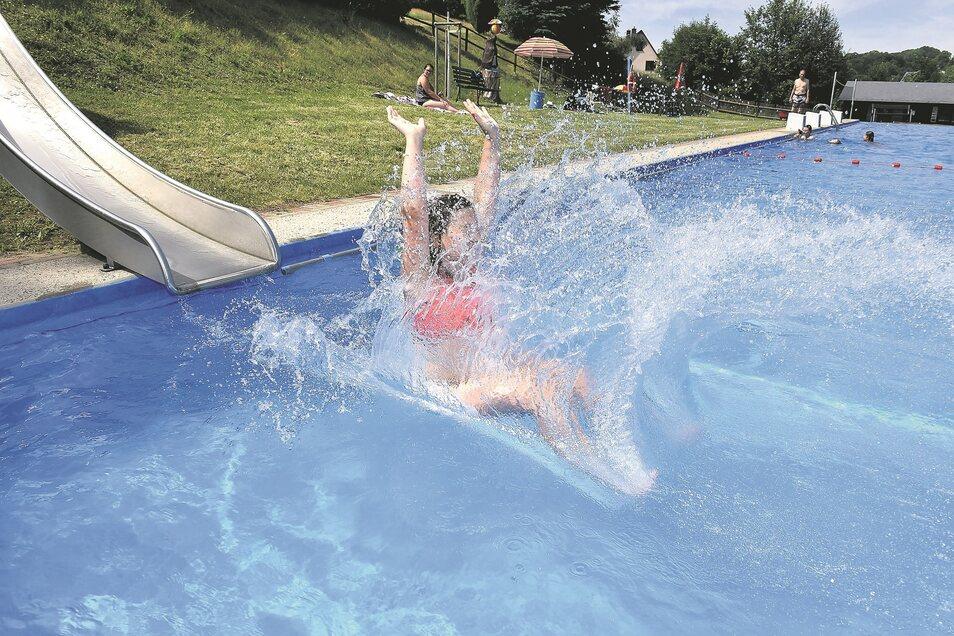 Immer mehr Badegäste entdecken das kleine, aber sehr schöne Freibad in Lauenstein.
