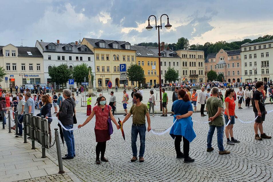 Menschenkette gegen AfD-Kundgebung in Sebnitz: Erst den Rechtsextremisten Kalbitz einladen und dann den Kümmerer geben?