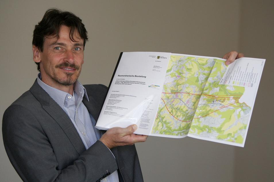 Neubaustrecken-Projektleiter Kay Müller von der DB Netz AG: Wir planen jetzt zwei Varianten komplett durch.
