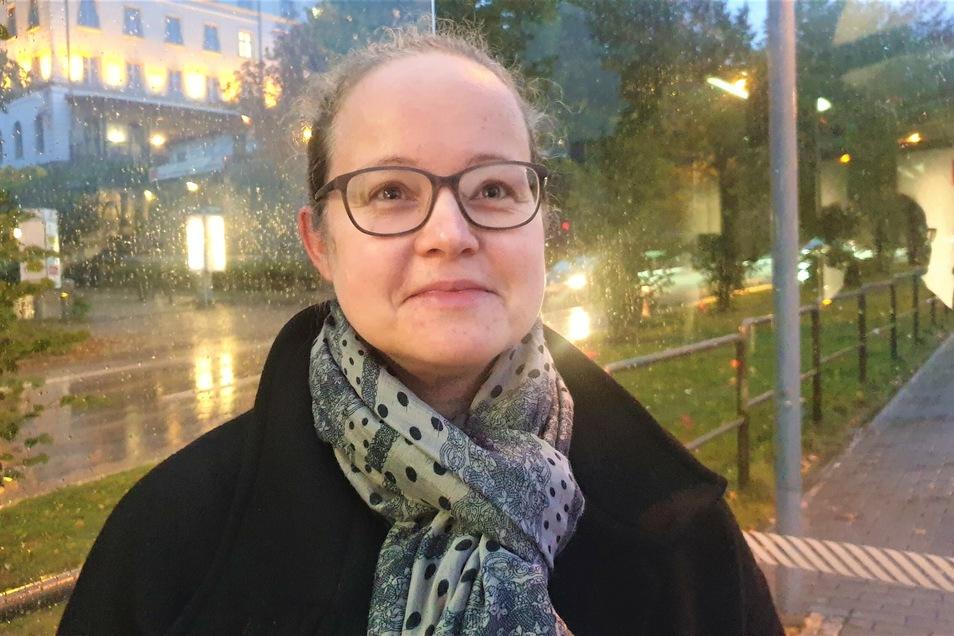 Wegen des Regens hat Katrin Säckel am Donnerstagmorgen trotz des Streiks auf die Busse gesetzt.