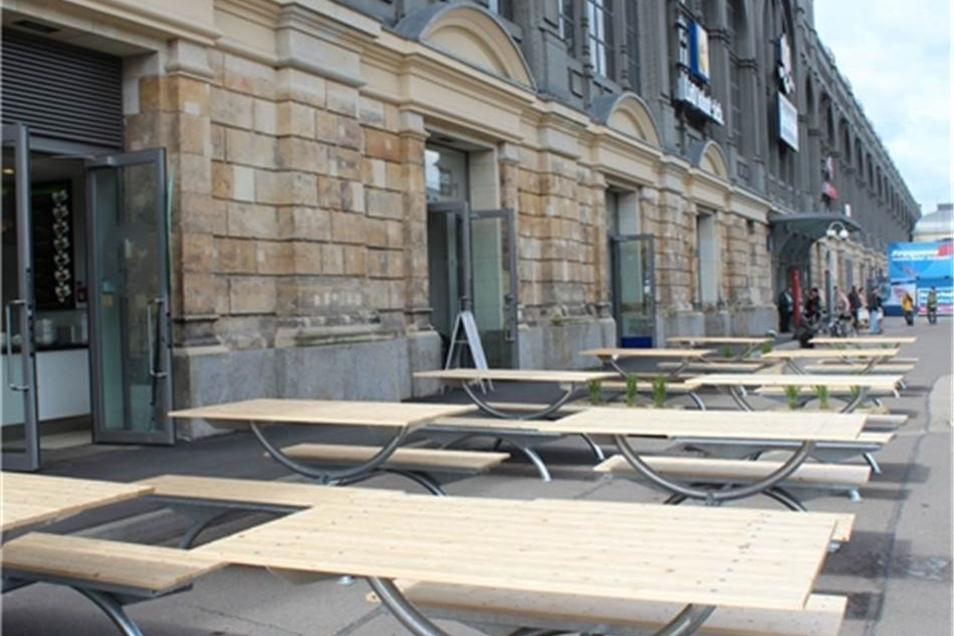 Imbissangebote gibt es auch am Bahnhofsvorplatz.