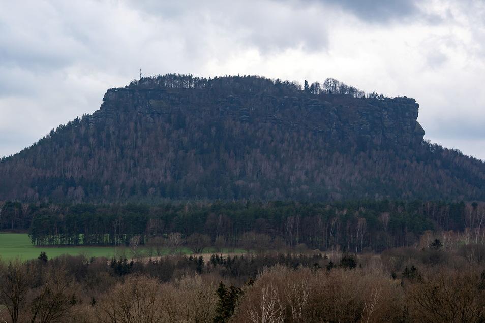 Der Lilienstein ist der einzige rechtselbisch gelegene Tafelberg in der Sächsischen Schweiz.