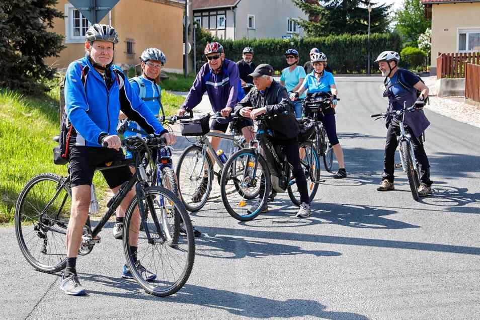 Mit Freunden eine Radtour durch Oderwitz machen - dafür haben sich diese Pedalritter am Himmelfahrtstag entschieden.