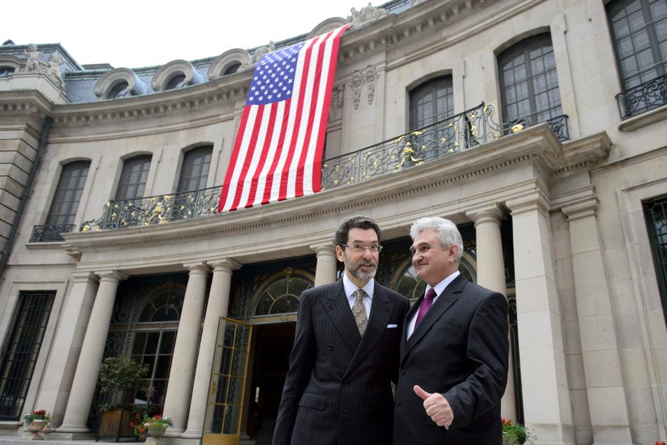 Der damalige Botschafter der Vereinigten Staaten in der Tschechischen Republik, Norman Eisen (l), mit dem damaligen tschechischen Senatspräsidenten Milan Stech.