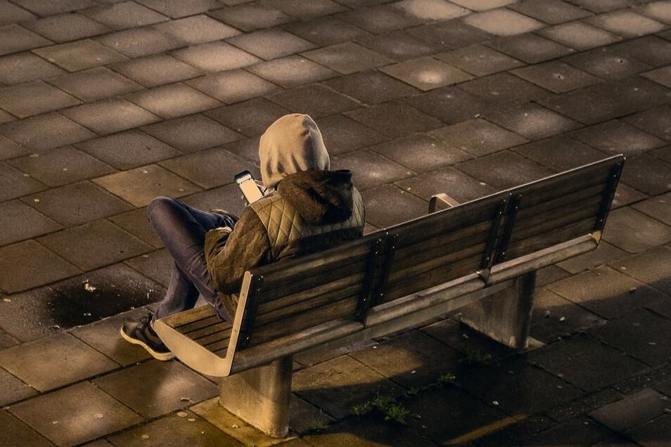 Ein Nünchritzer soll seine frühere Lebensgefährtin nach der Trennung gestalkt und ihren neuen Freund bedroht haben
