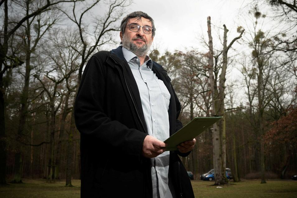 Auch große stattliche Bäume müssen in den nächsten Tagen fallen, weil sie nicht mehr verkehrssicher sind. Das lässt auch Jörg Lange vom Amt für Stadtgrün nicht unberührt.