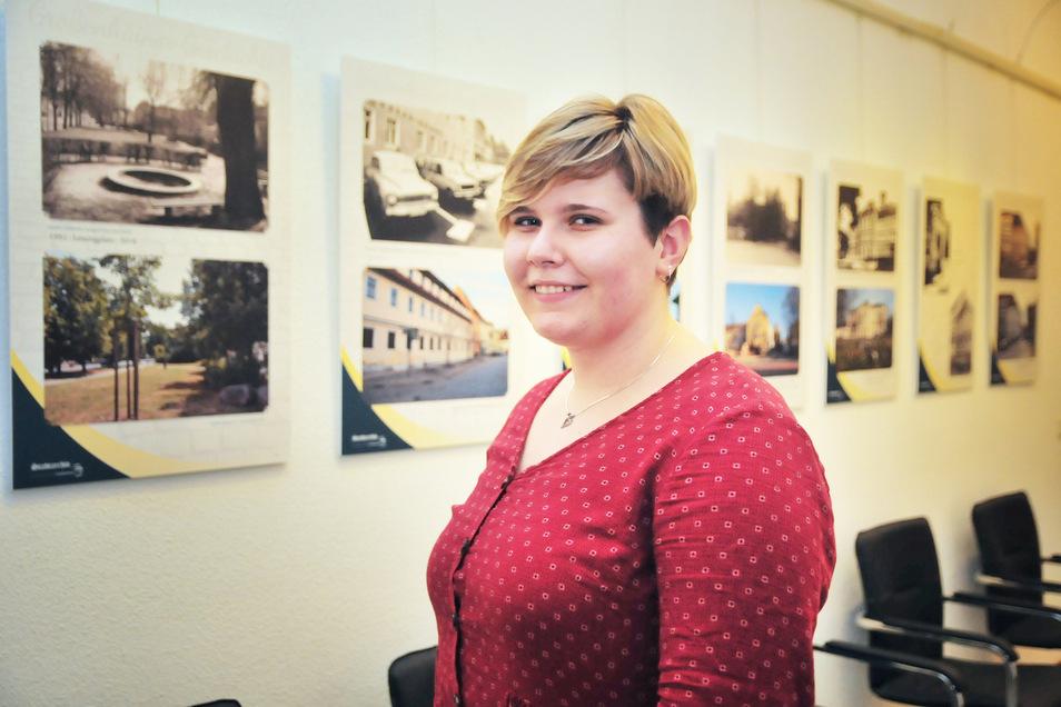 Rathaus-Azubi Lisa Apitz hat die neue Ausstellung Großenhain gestern-heute mitgestaltet.