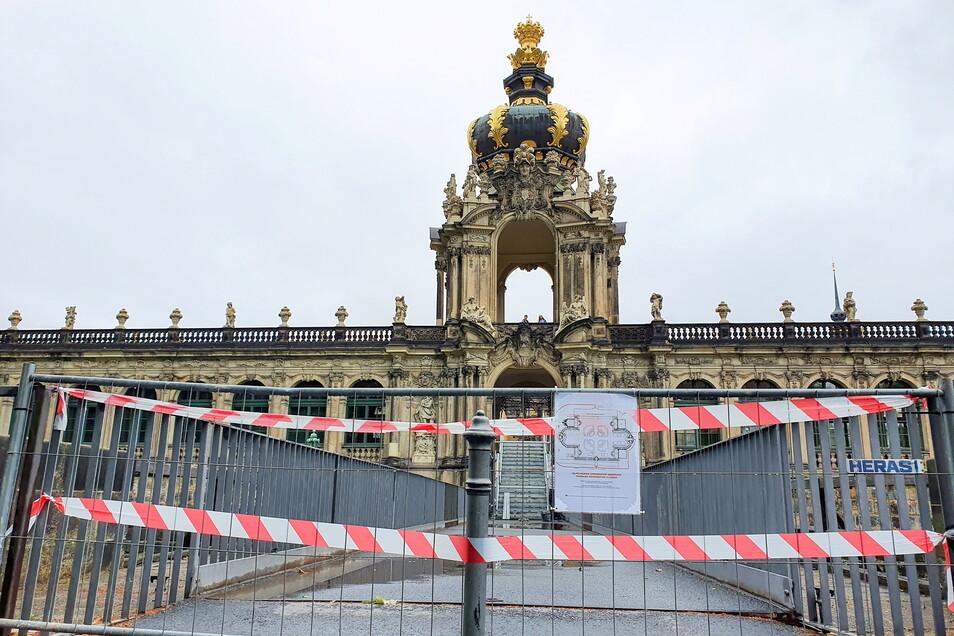 Das Kronentor am Zwinger und der Weg über den Zwingerteich sind derzeit gesperrt.