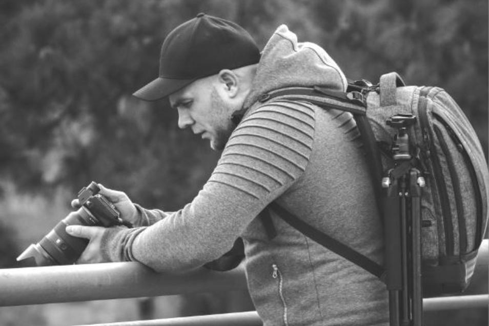 """Felix Leda (32) fotografiert in Görlitz und im Umland seit einigen Jahren unter dem Namen """"Ferpixelt"""". Seit einiger Zeit spezialisiert er sich auf das Lightpainting, Lichtmalerei."""