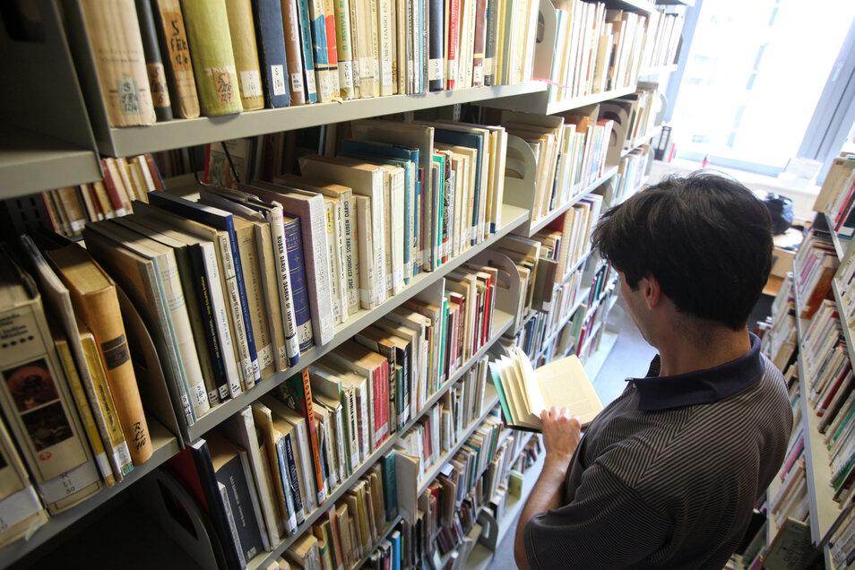 Die Besucher der Waldheimer Bibliothek werden gebeten, einen Mund-Nase-Schutz zu tragen.