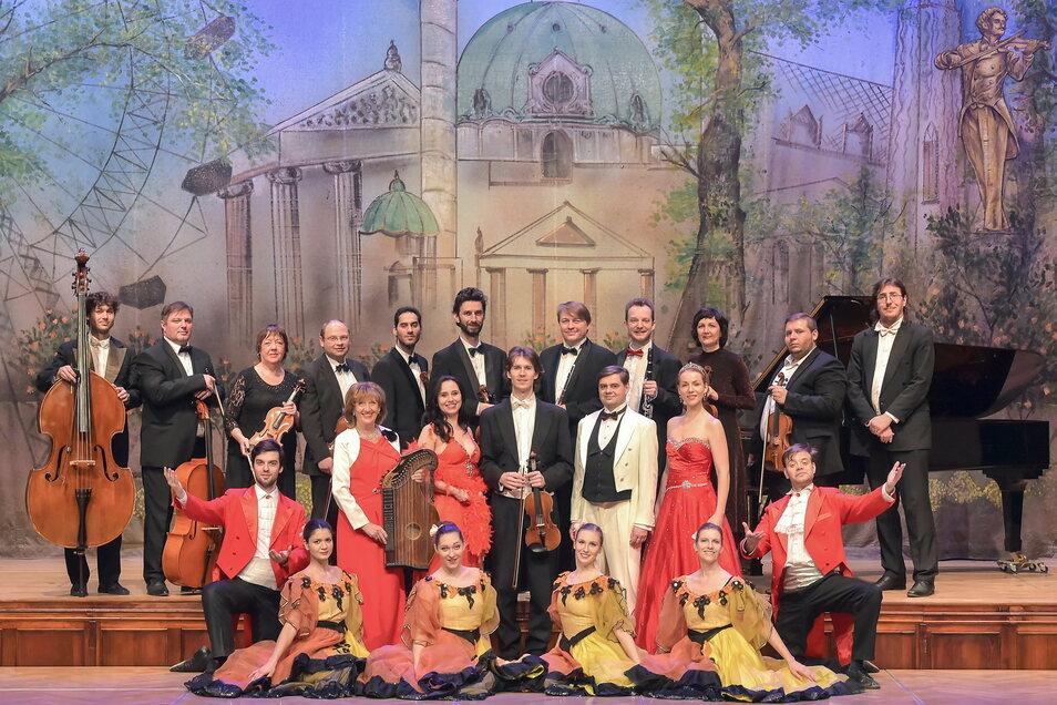 """Auf der Hutbergbühne in Kamenz findet am 5. September """"Die große Johann Strauß Gala"""" statt. Das Ensemble ist seit 2002 in Europa unterwegs und hat schon über eine Millionen Gäste begeistert."""