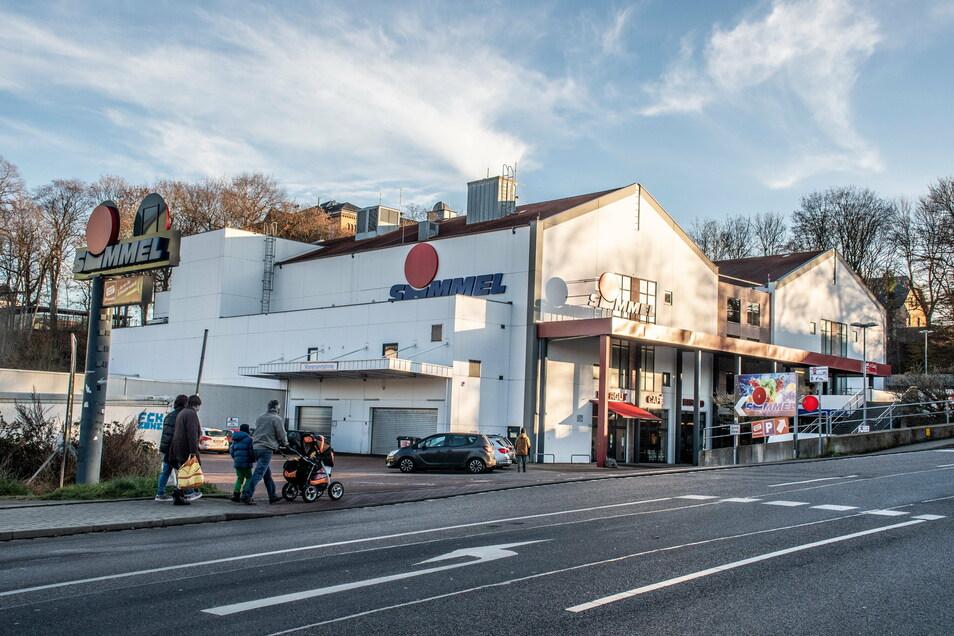 Einen Tag vor Weihnachten war am zukünftigen Impfzentrum im Simmel-Center an der Schillerstraße in Mittweida eine Corona-Test-Aktion des Landkreises durchgeführt worden. Über 900 Menschen haben sich über den Tag verteilt testen lassen.