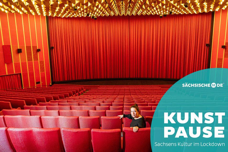 Paulina Mertins sitzt in einem von fast 900 Sesseln im größten Kinosaal Sachsens. Die 29-Jährige betreibt mit ihrem Vater neben dem Rundkino in Dresden noch weitere Häuser in Berlin.