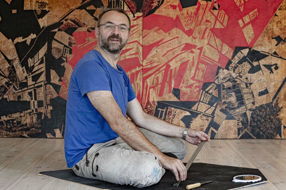 Der Künstler Frank Lippold ist für einen Monat im alten Pfarrhaus in Wachau zu Gast. In einer Ausstellung sind seine Werke zu sehen. Außerdem gibt er Workshops.