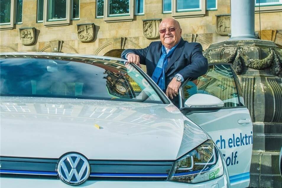 Siegfried Fiebig (r.) kam aus Wolfsburg nach Sachsen, um die sächsischen VW-Werke neu auszurichten.