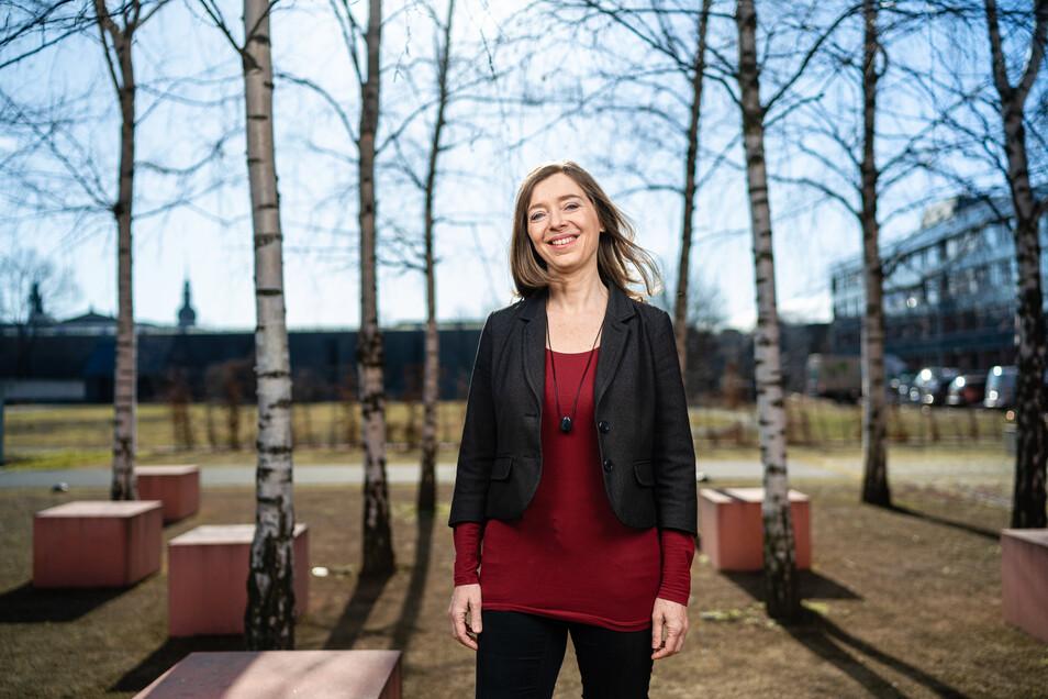 Katerina Lohse ist die Vorsitzende der Stiftung Lichtblick und begeistert angesichts der unverhoffte Spende.