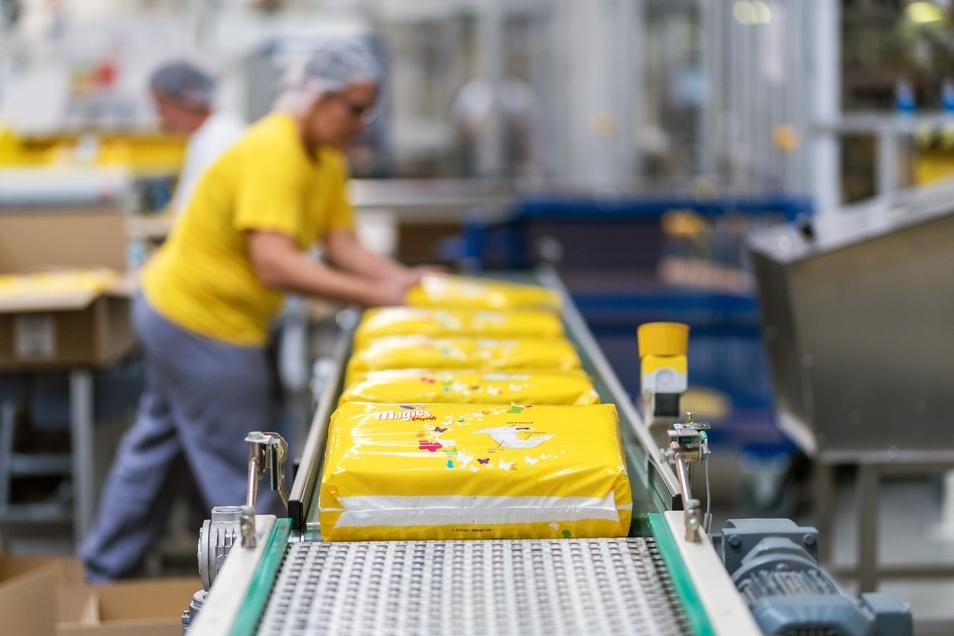Bis zu sechs Millionen Windeln für Babys werden täglich produziert.