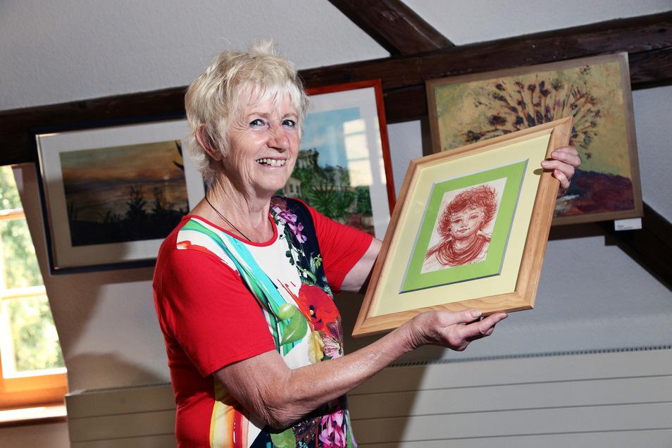 Die Nünchritzer Hobbymalerin Birgitt Köhler hat in der Vergangenheit auch schon im Haus des Gastes ihre Bilder ausgestellt.