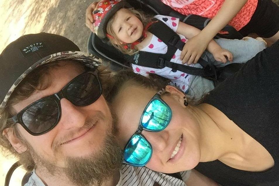 Mario Huhnstock mit seiner Frau Franziska und der dreijährigen Tochter Ida.
