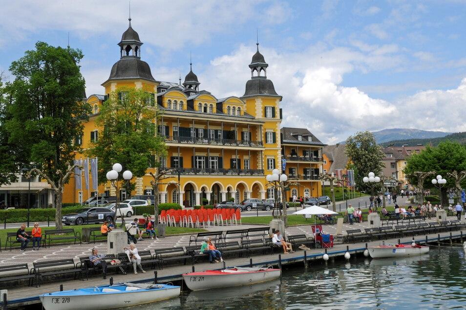 """Dieses Hotel in Velden ist vielen besser bekannt als """"Schlosshotel am Wörthersee"""": Wegen sinkender Infektionszahlen streicht die Bundesregierung ganz Österreich von der Liste der Risikogebiete."""