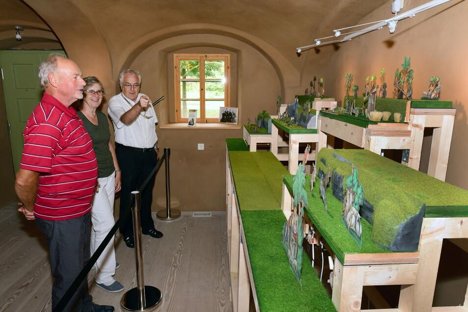 Im Pilgerhäus'l in Hirschfelde zeigte Herbergsvater Michael Dittrich den Besuchern den beweglichen Weihnachtsberg, der über 100 Jahre alt ist. Bis zum vierten Advent soll sich alles wieder bewegen.