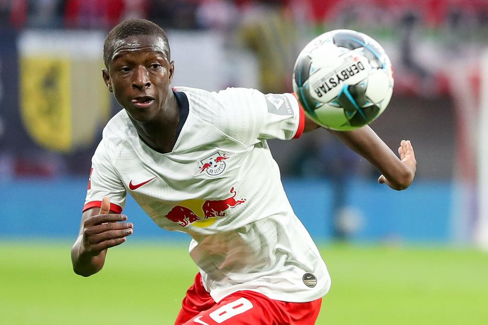 Leipzigs Spieler Amadou Haidara wurde positiv auf Corona getestet.