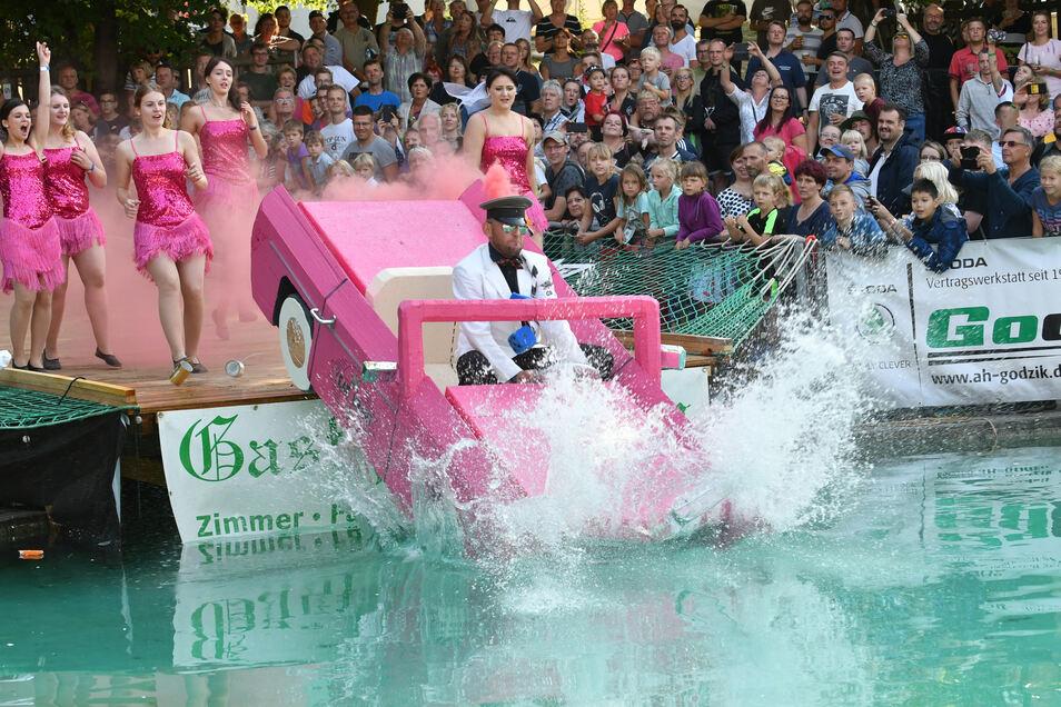 Der 57er Cadillac des Rabenauer Elferrates fuhr auf Platz zwei des feucht-fröhlichen Gaudiwettbewerbs ein.