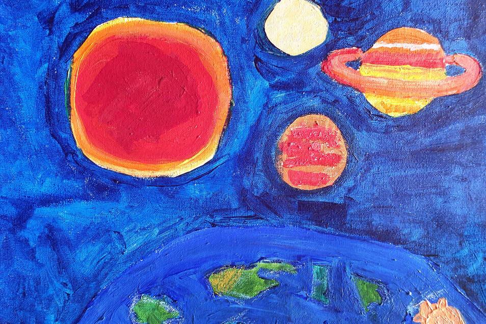 """Collien Spott träumt, dass sie im Weltall schwebt und von oben die Erde und die Planeten bewundern kann. Ihre """"Traumreise"""" hat sie mit Wachsmalstiften sowie Öl- und Acrylfarbe gestaltet."""