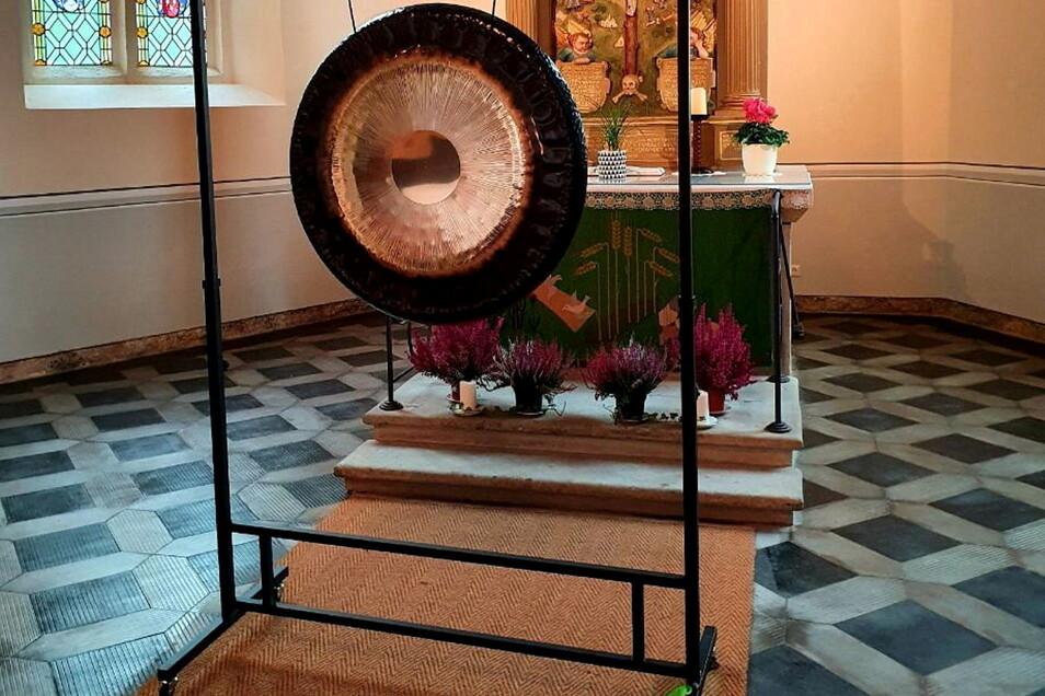 Steht sonst nicht in der Maxener Kirche: der Gong.