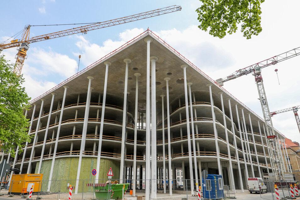 Fassade der neuen Zentrale der Sächsischen Aufbaubank in Leipzig. Das Foto entstand im letzten Jahr.