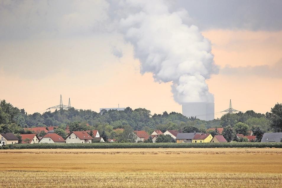 Wohl noch einige Jahre wird es aus den Kühltürmen des Kohlekraftwerks Lippendorf dampfen. Dabei hatte Leipzigs OB angekündigt, viel eher unabhängig von Braunkohle sein zu wollen.