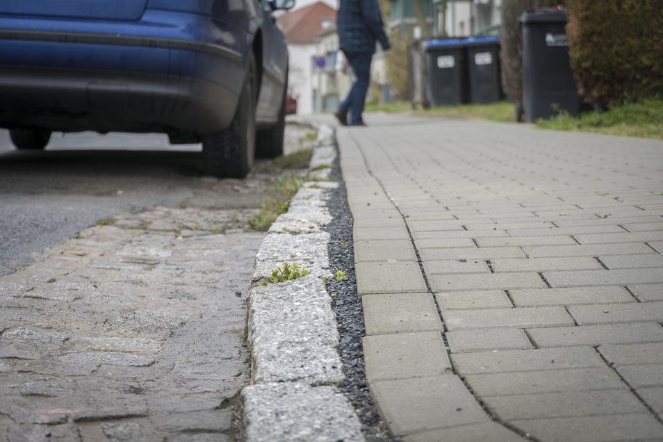 Auch die hergestellten Fußwege in der Pausitzer Delle (hier HumboldtringEcke Lerchenweg) stellen manchen Stadtrat nicht zufrieden.