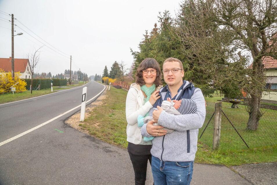 Frank und Lisa Süße leben mit Sohn Aaron in Quolsdorf. Ihr Sohn ist jetzt vier Wochen alt und wohl der jüngste Einwohner in dem Ortsteil von Hähnichen.