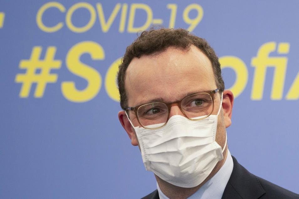 Bundesgesundheitsminister Jens Spahn (CDU) hat den Bürgern angesichts steigender Corona-Fälle von Auslandsreisen in den Herbst- und Winterferien abgeraten.