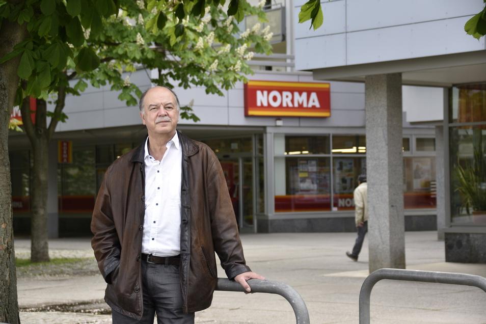 Hans-Peter Klengel ist einer der Vorstände der Wohnungsgenossenschaft, der die Ladenzeile gehört. Der Handel an der Papstdorfer Straße entwickelt sich gut, sagt er.
