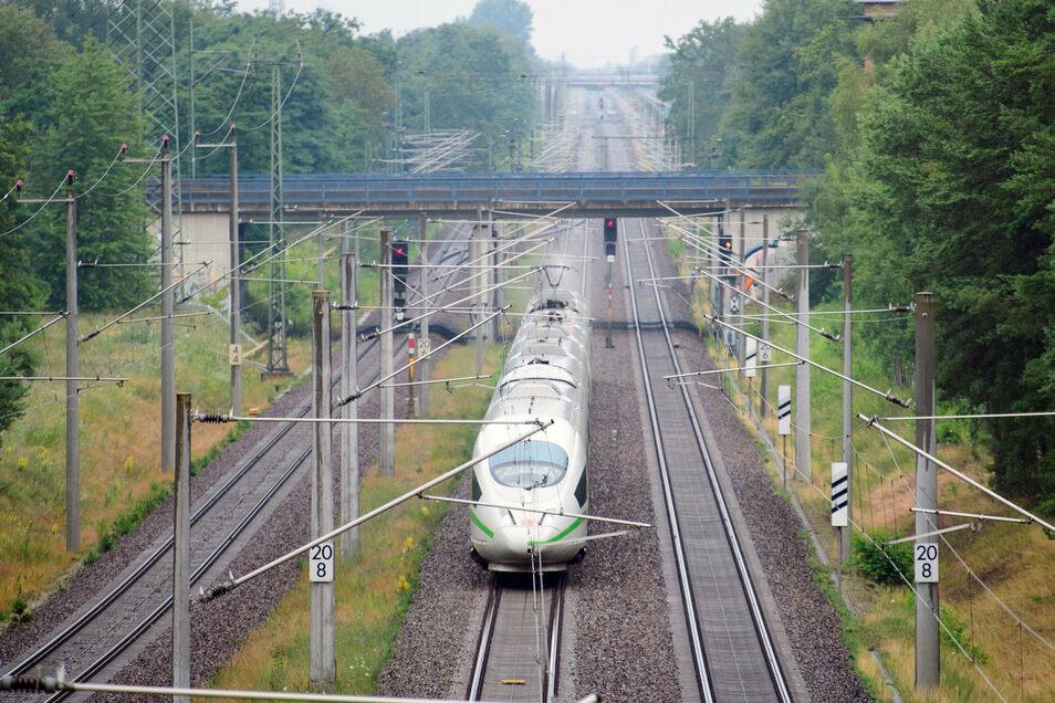 Die Bahn baut. Und deshalb kann nicht jeder ICE in nächster Zeit wie gewohnt zwischen Dresden und Riesa unterwegs sein.
