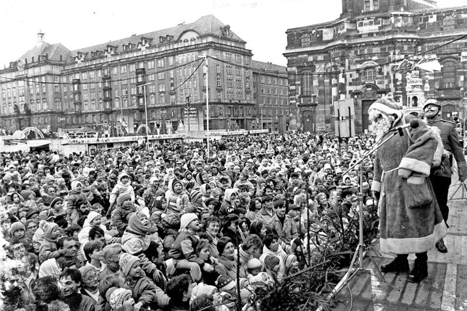 1988: Der Weihnachtsmann spricht zum Volk.