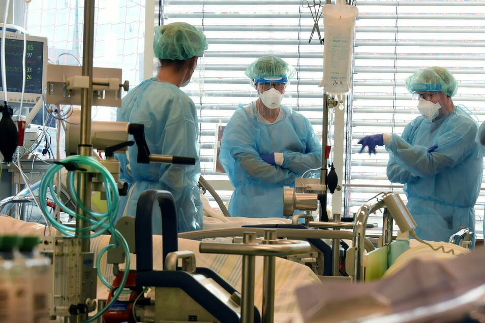 Ärzte auf der Covid-19-Station des Universitätsklinikums Leipzig.