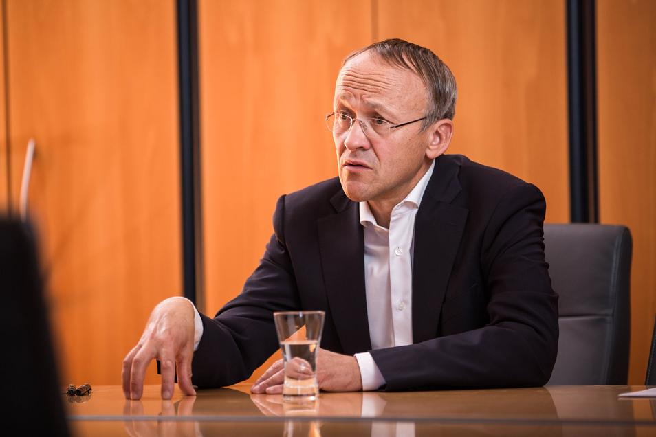 """Finanzbürgermeister Peter Lames (SPD) muss sparen, weil der Stadtrat """"unausgewogen"""" entschieden habe."""