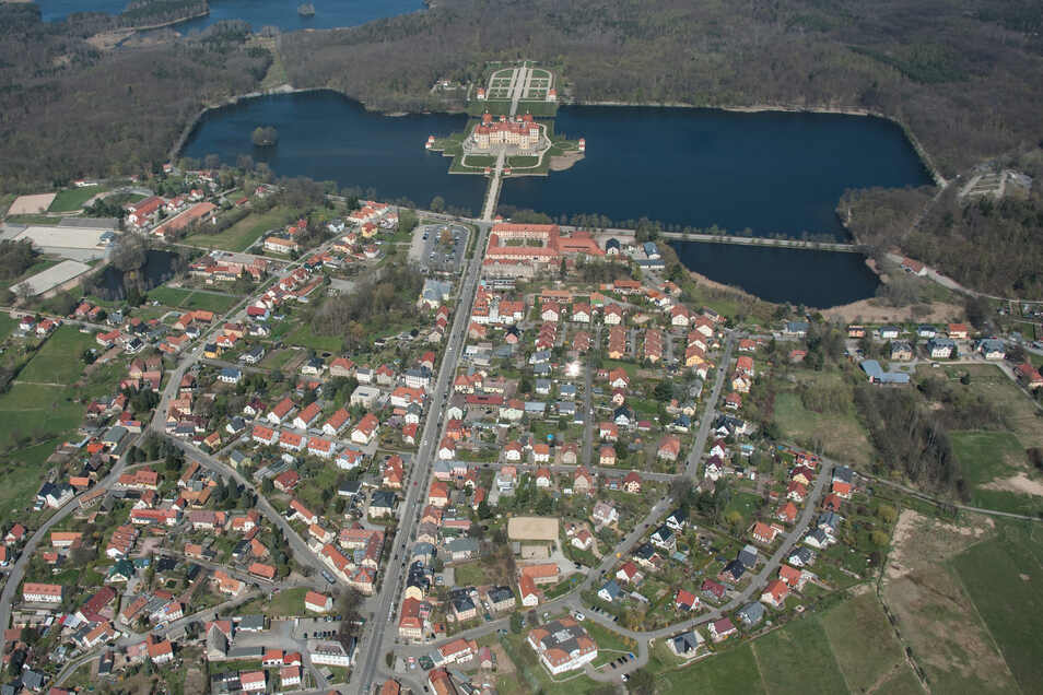 Blick auf Moritzburg mit seinem Schloss. Laut Statistik leben hier die Menschen mit dem meisten Vermögen im Kreis Meißen.