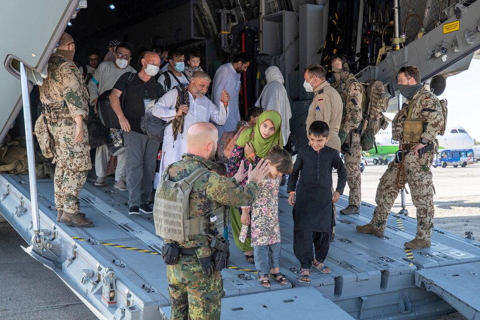 Über Taschkent fliegt die Bundeswehr afghanische Ortskräfte nach Deutschland in Sicherheit.