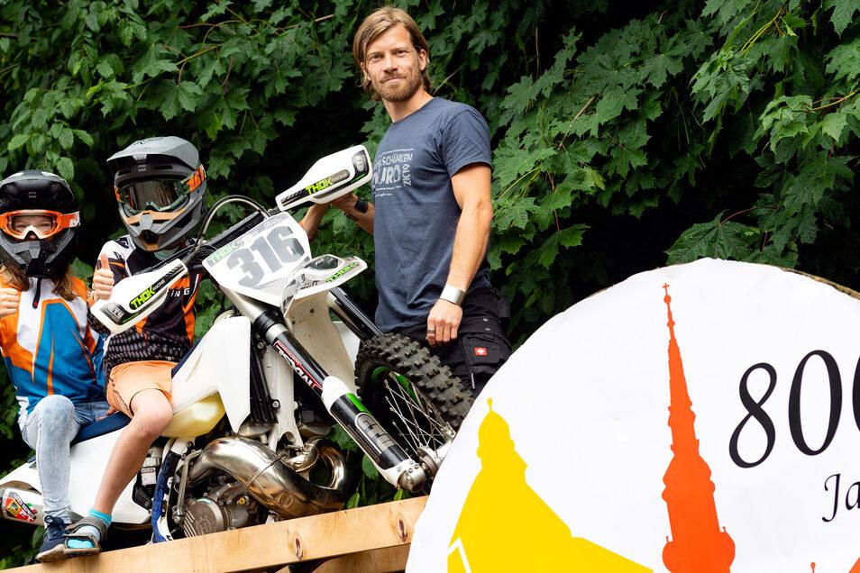 Im vergangenen Jahr fand das Knorpelschänken-Enduro innerhalb der 800-Jahr-Feier Radebergs statt. Johannes Baumgärtel sah sich mit einigen Bambini-Fahrern die Strecke an.