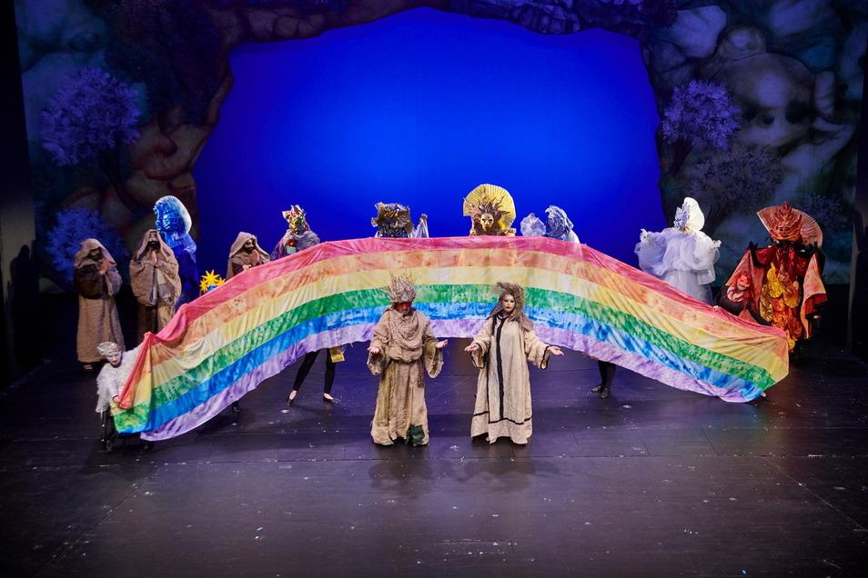 """""""Im Licht des Regenbogens"""" ist der Titel des neuen Projektes, das vom Förderkreis Centro Arte Monte Onore im Kulturzentrum Ehrenberg erarbeitet wird."""