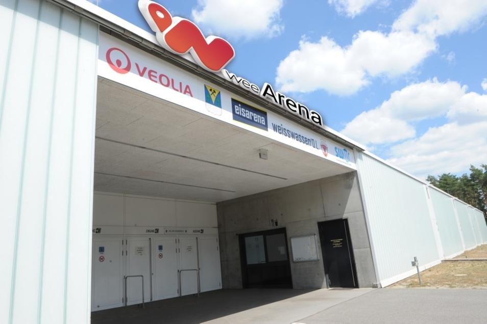"""Ab September heißt die Eishalle nicht mehr schlicht Eisarena Weißwasser sondern """"wee-Eis-Arena"""". Möglich macht es der Verkauf der Namensrechte an das gleichnamige Schweizer Unternehmen."""