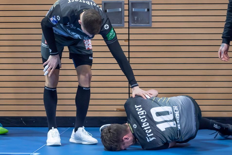 Der schmerzhafte Moment. Nils Gugisch erlitt im Spiel gegen Eisenach in letzter Sekunde einen Kreuzbandriss.